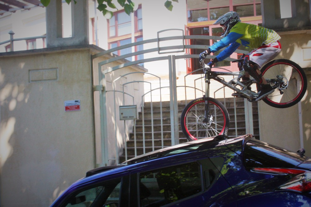 Urban downhill racing in veliko tarnovo